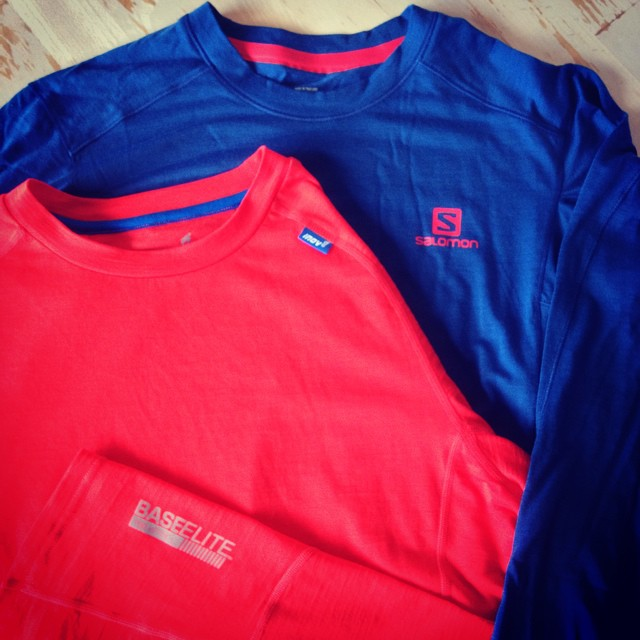 De to duellanter Salomon Minim Critical LS TEE og INOV-8 Base Elite 150 Merino LS.