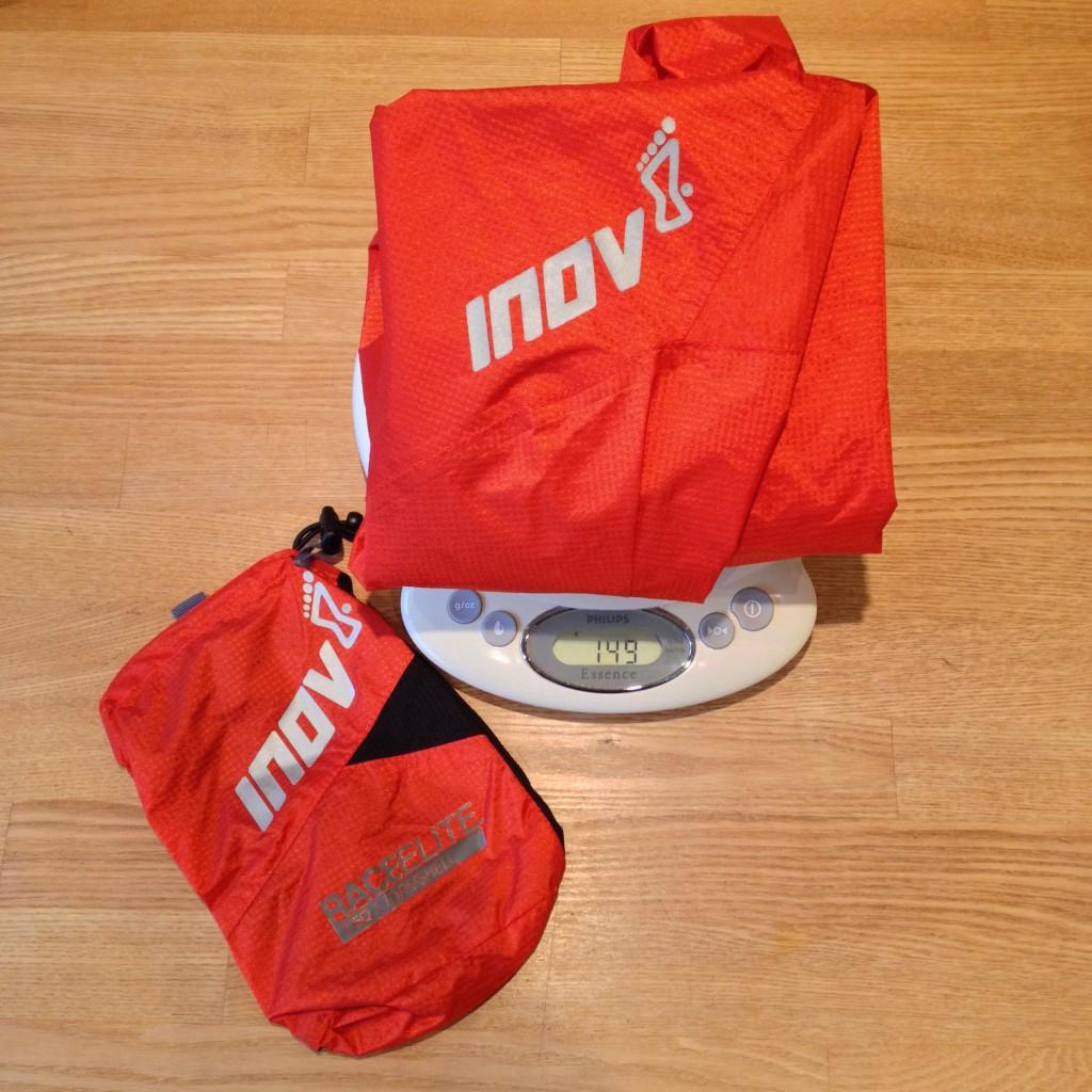 Race Elite 150 Stormshell rammer 149 gram på vægten i str. S. Pakposen vejer 13 gram.