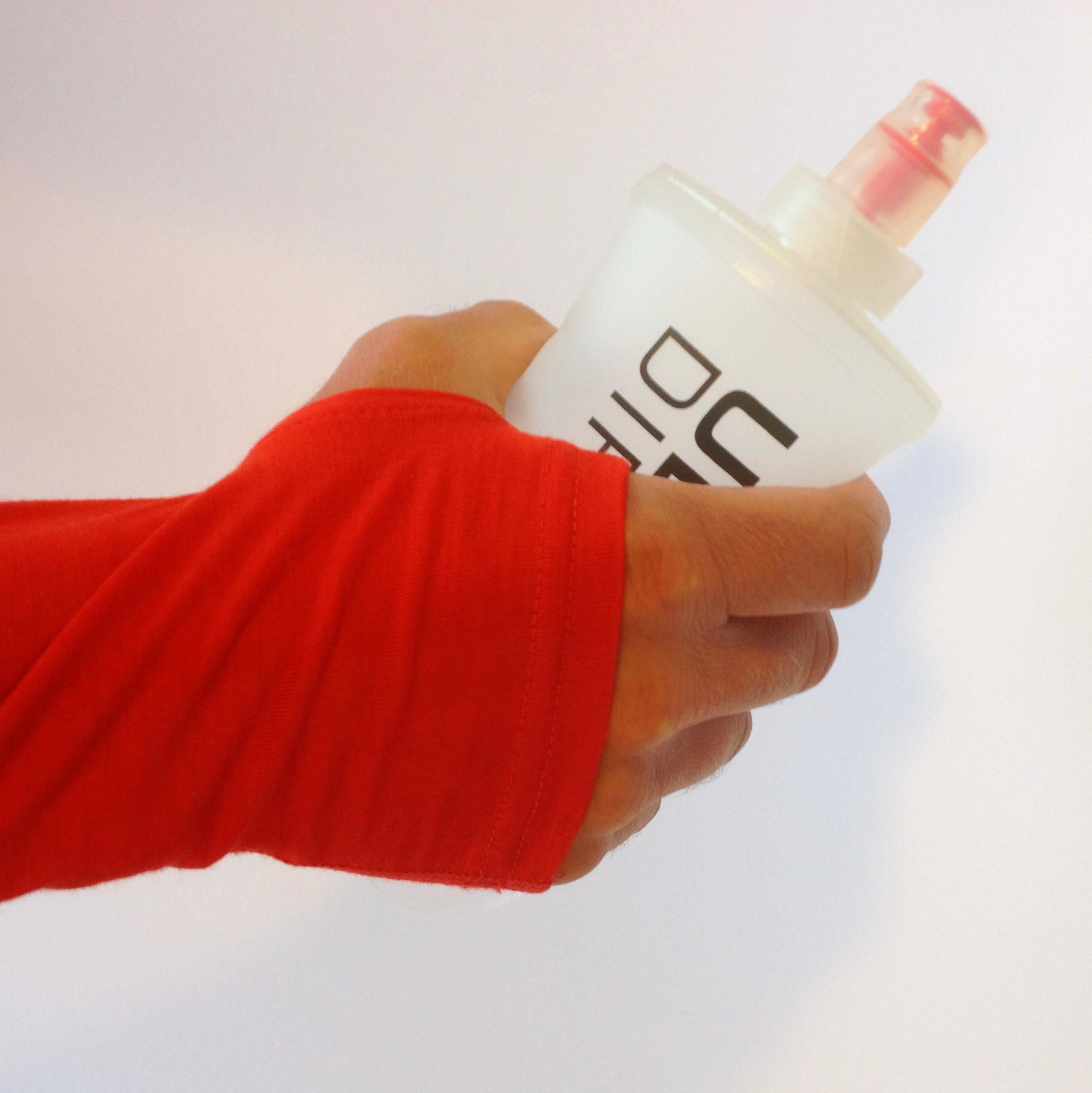 Det er vigtigt at huske at få noget at drikke på de lange ture selvom det er koldt. En håmdholdt soft flaske er en enkel måde at medbringe vand på turen.