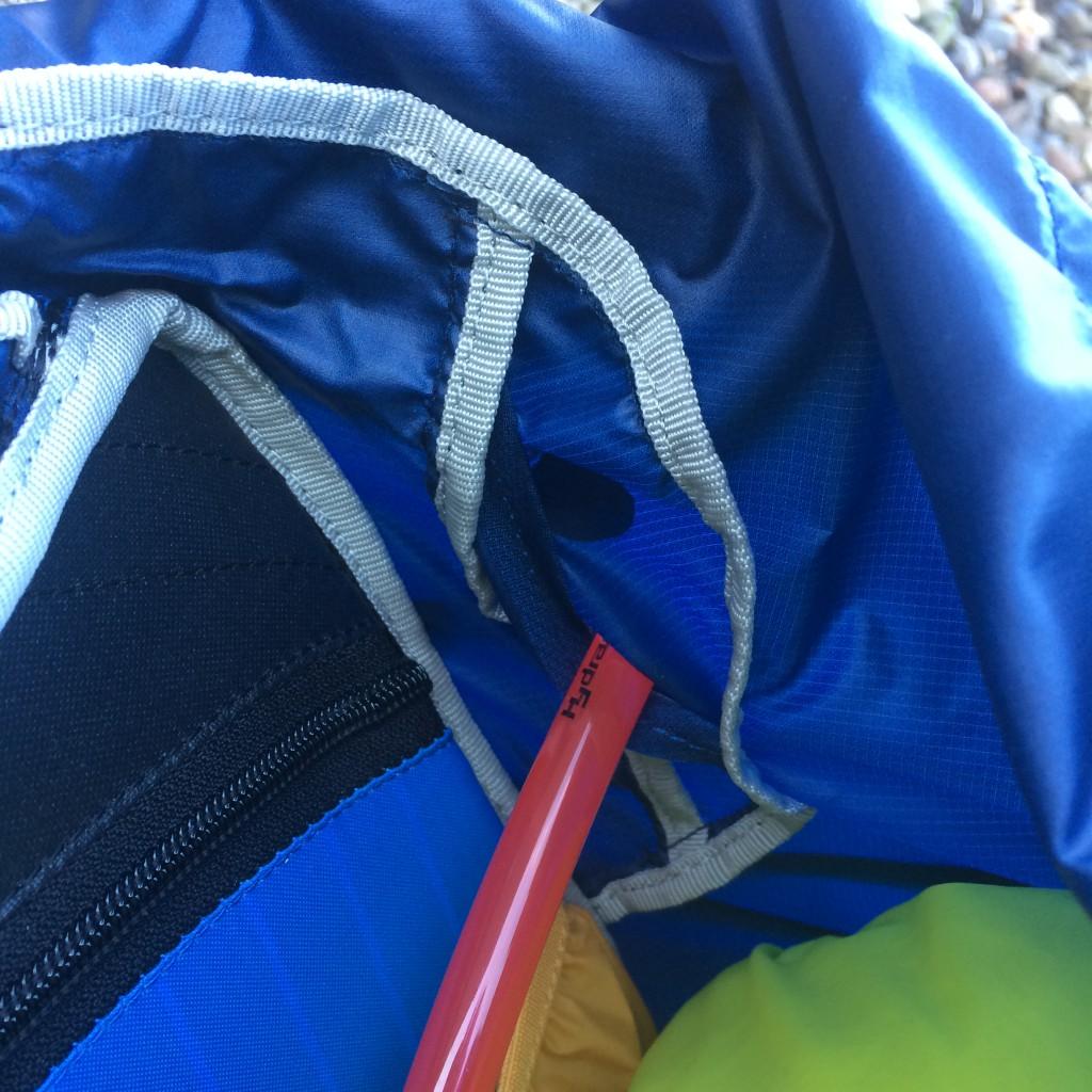 Syningerne på Exos 48 er ikke tapede og dermed ikke vandtætte. Den samlede vandafvisning i rygsækken er dog ganske overbevisende. Jeg anbefaler uanset, altid, at pakke kritiske stumper som sovepose og ekstra tøj vandtæt.