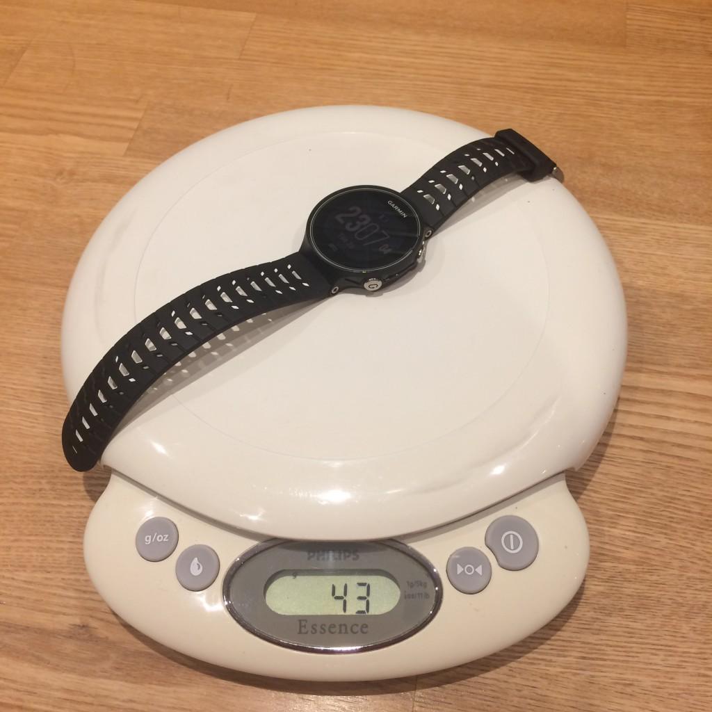 Med kun 43 gram på vægten er det ikke Forerunner 630 som holder den hurtige løber tilbage.