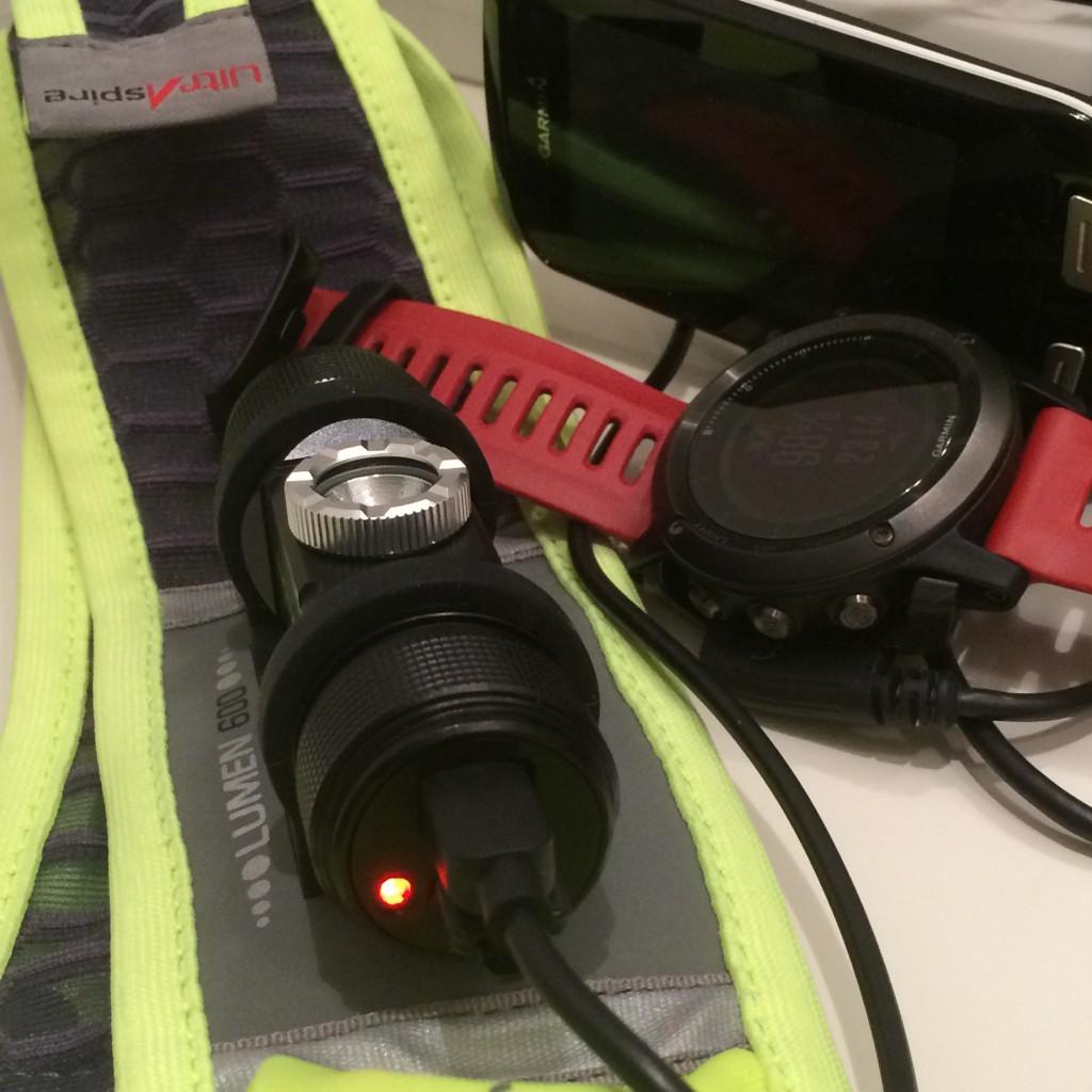 Lukkemekanismen på Ultraspire Lumen 600 via micro-USB stik på lampehovedet.