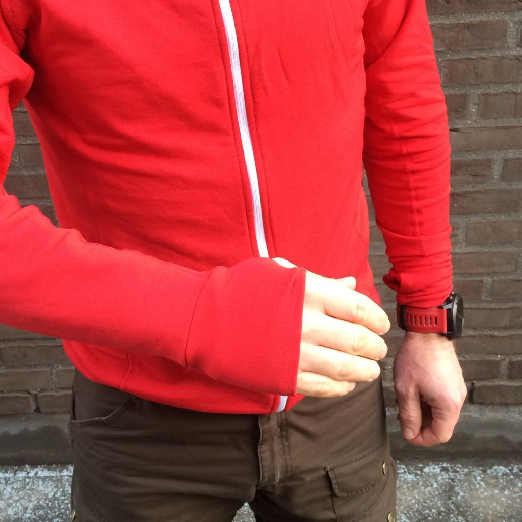 Lækker tommelfingerløkke løsning på Ashmei Merino Running Sweatshirt.