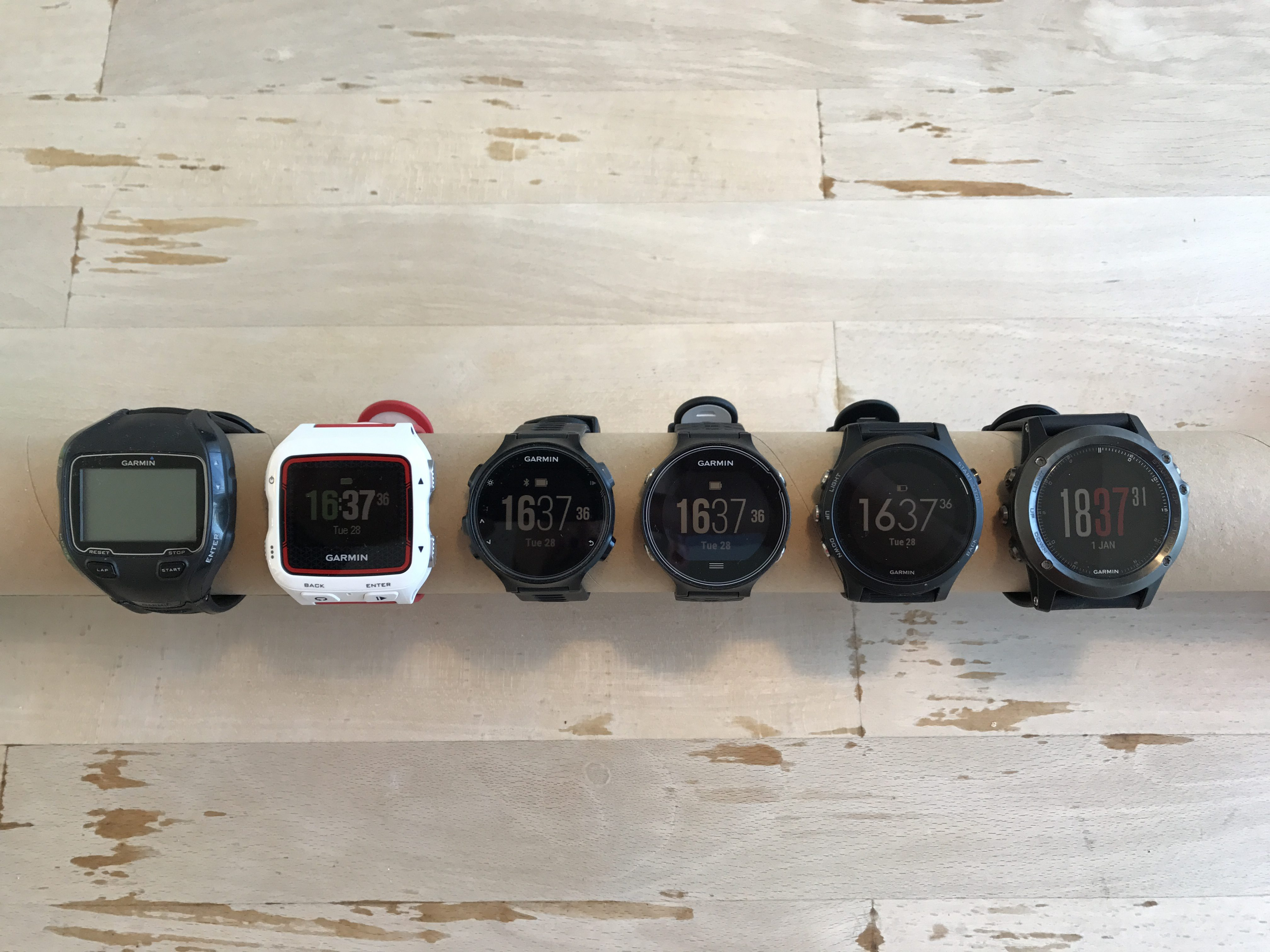 Forerunner 935XT comparison to Forerunner 910XT, 920XT, 735XT, 630 and fënix 3 front