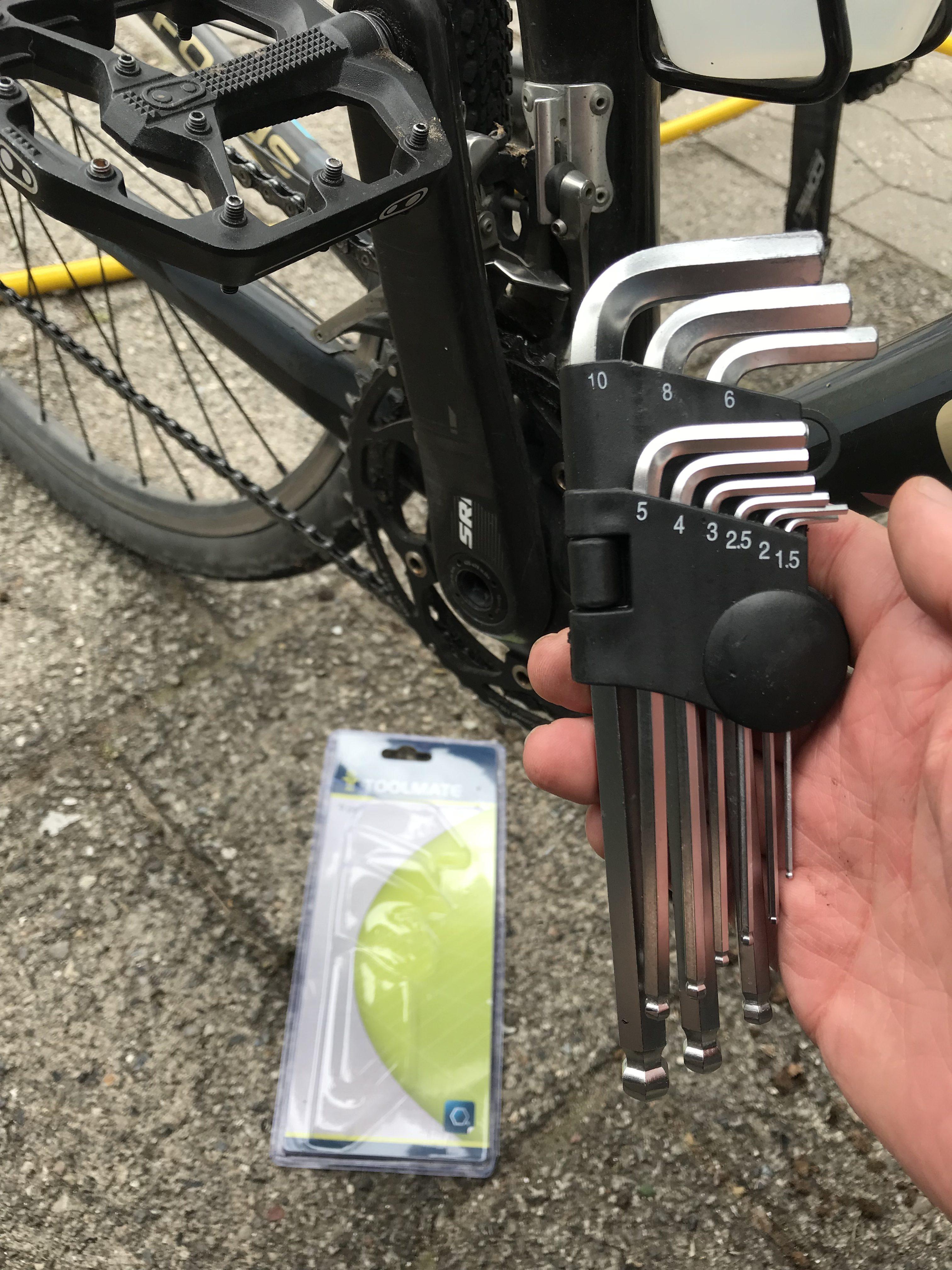 Et komplet sæt umbracko nøgler til en 20'er hos Silvan i Frederikssund. Det reddede et løst kranksæt og dermed resten af turen.