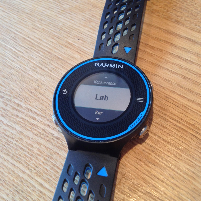 Efter et tryk på skærmen vælger man mellem konkurrence, løb og cykel aktivitetsprofilen. Enkelt og nemt.