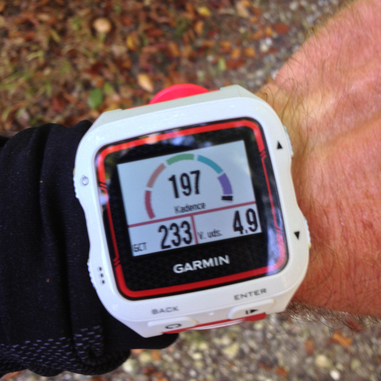 Running Dynamics: giver data for jordkontakttid, hvor meget kroppen bevæger sig op og ned under løb og kadence.