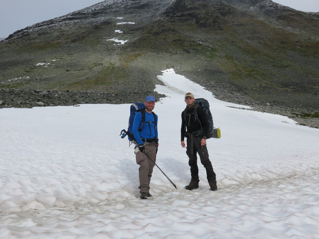 På vej over et snefelt på Jotunheimen, september 2015 Foto: Niels Overgaard Blok