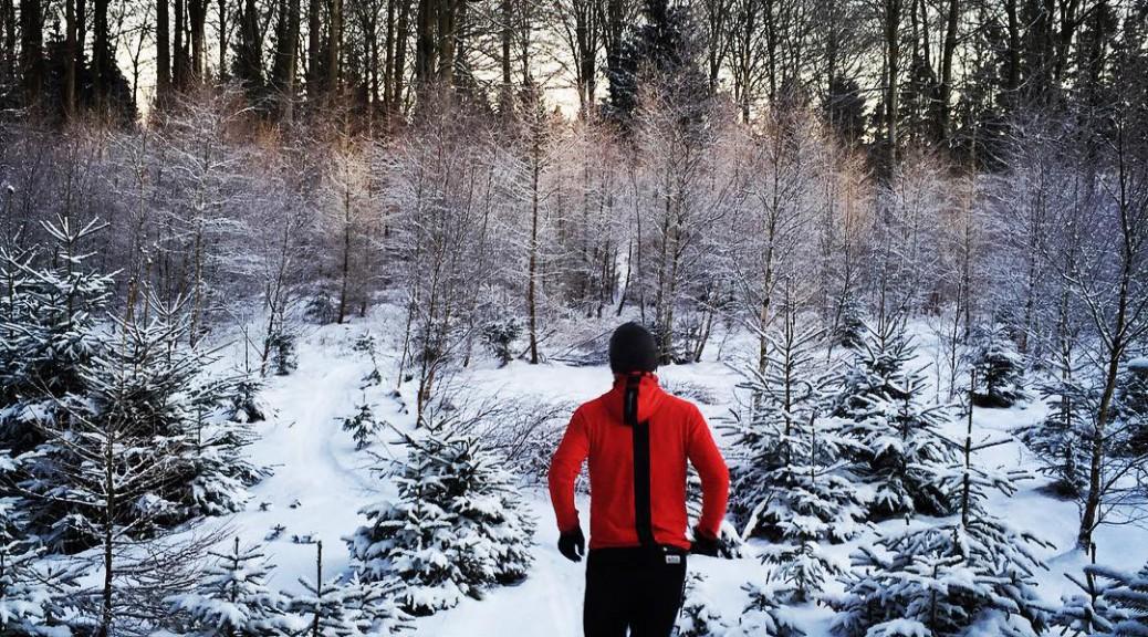Ashmei Merino Running Sweatshirt på sporet en kold vinterdag.