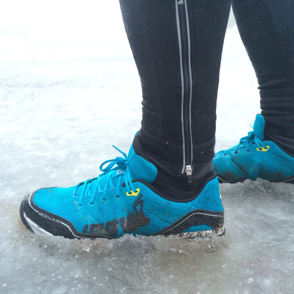 Issjap med spejlblank is under er ren legeplads for skoen.