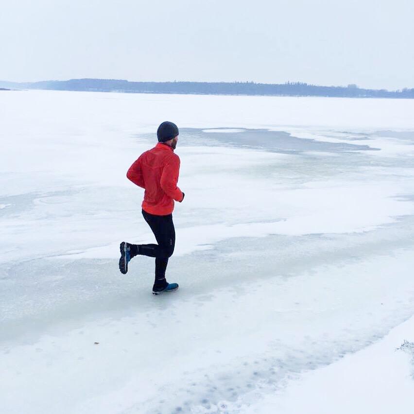 Isløb i kanten af Roskilde Fjord ved Boserup iført Arctic Talon 275.