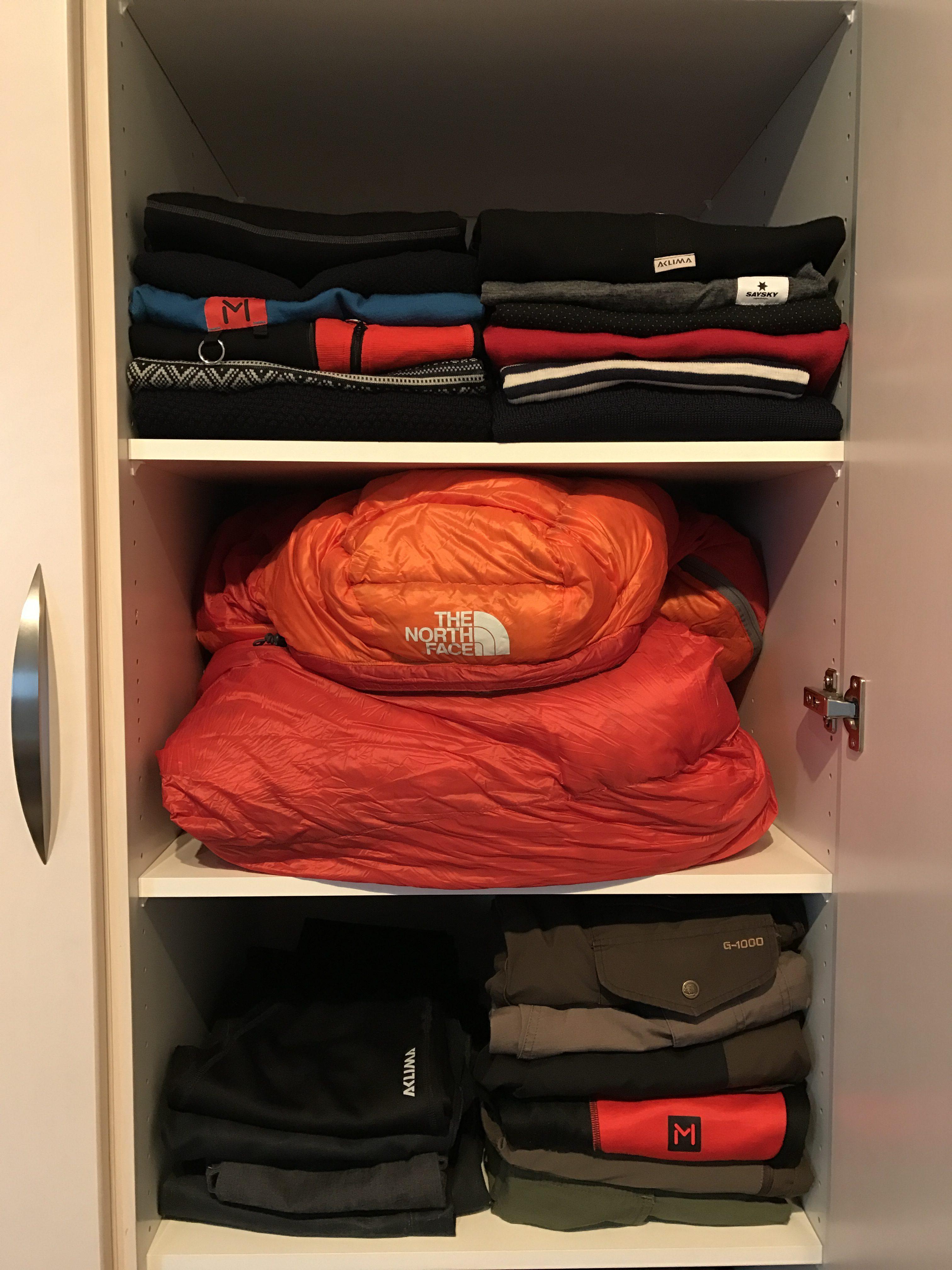 Opbevaring af din sovepose - opbevar den løst foldet på en hylde i klædeskabet.