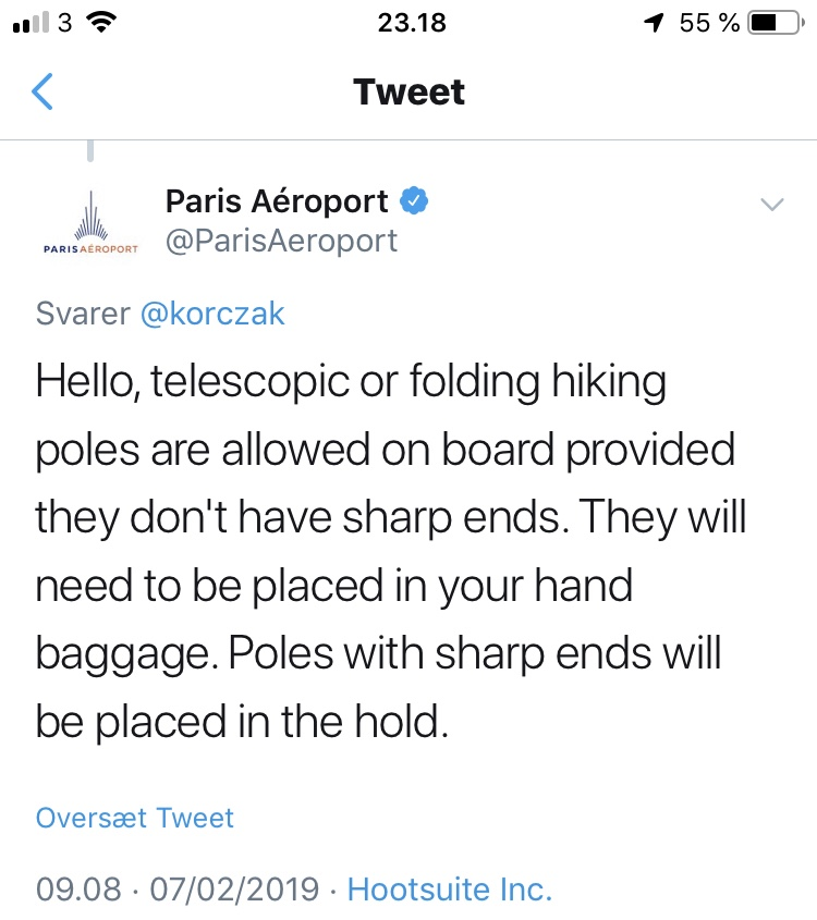Må jeg have mine vandrestave med i håndbagagen, når jeg flyver?