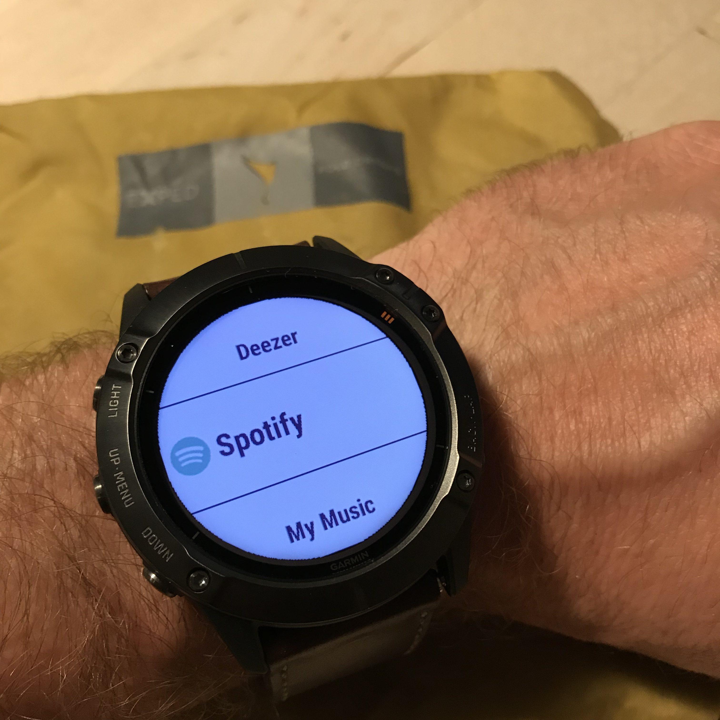 Spotify er den suverænt største musikleverandør i Danmark. Med Fënix 6X Pro Solar kan du have et utal af sange og playlister med på farten, uden at slæbe på din smartphone.